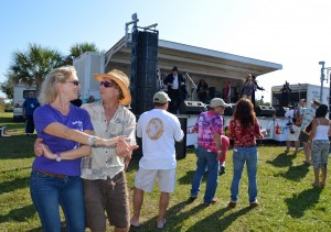 Theresa from Ozona, Fl and Paul from Homosassa – dancing to the blues!