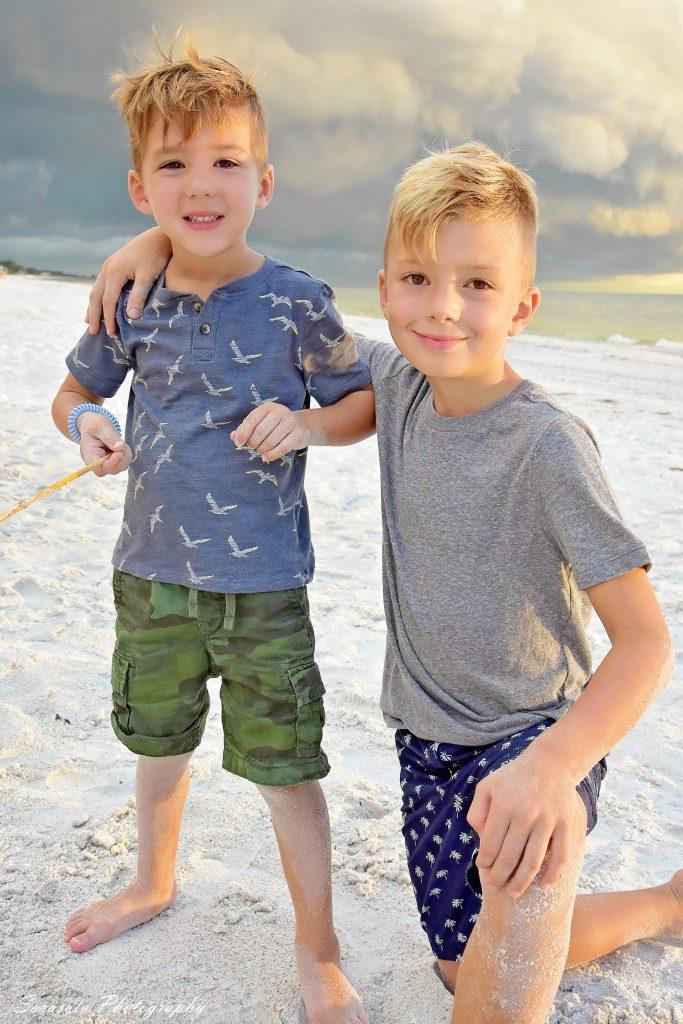 Parker age 4, Caio age 7
